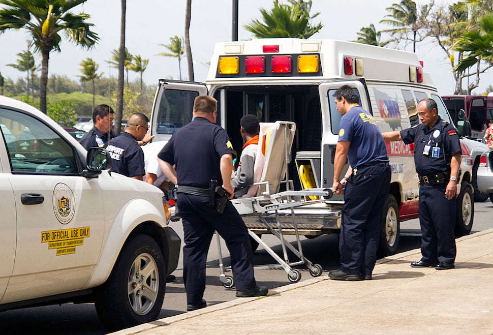 Runaway Teen Survives 5-Hour Flight to Hawaii in Planes Wheel Well