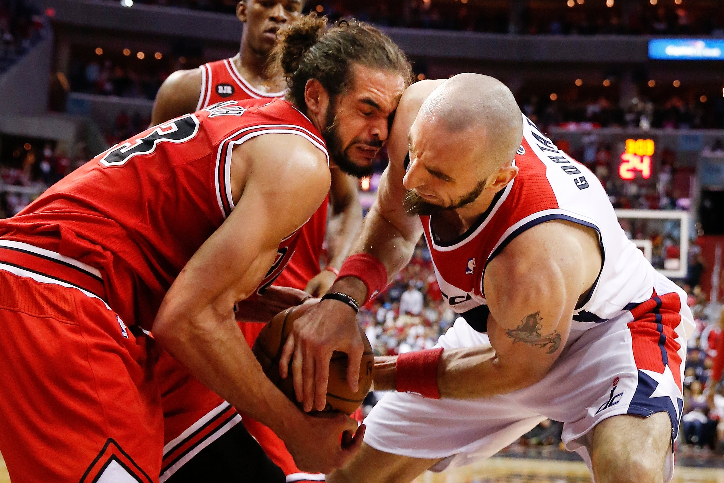 [Bulls center Joakim Noah and Wizards center Marcin Gortat batt…
