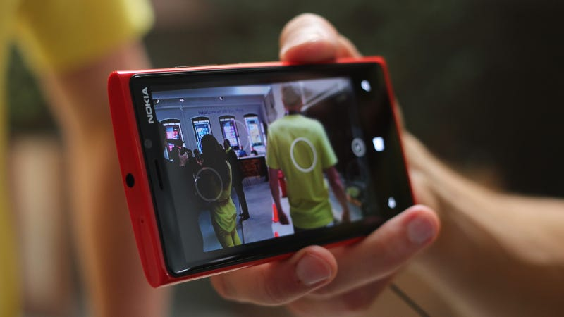 Report: Verizon's Getting a Thinner, Lighter, Aluminum Nokia Lumia 928 in April