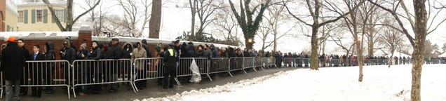 Mayor de Blasio Has Thousands Of New Yorkers Standing In The Cold