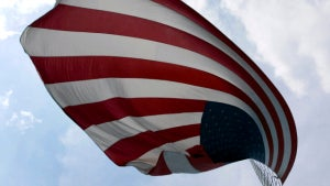 Homeowners Allow Vet to Fly His Flag How He Wants