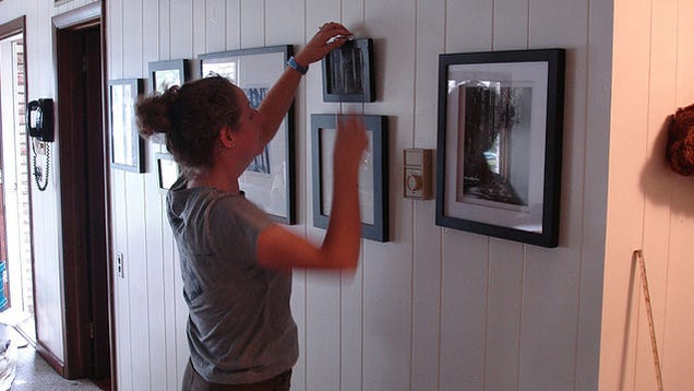 How to hang pictures without destroying your walls Hang up paintings without nails