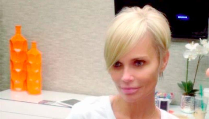 Kristen Chenoweth Pulls a Pamela Anderson