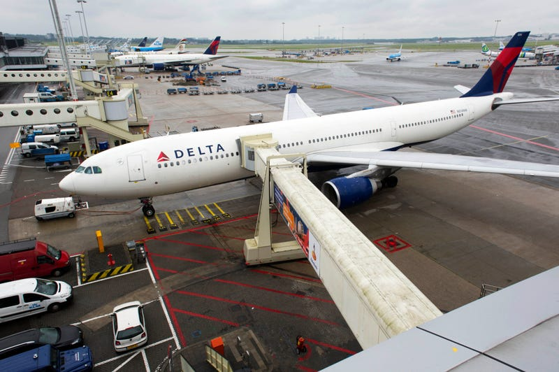 Delta Quietly Bumped an Entire Flight for a College Basketball Team