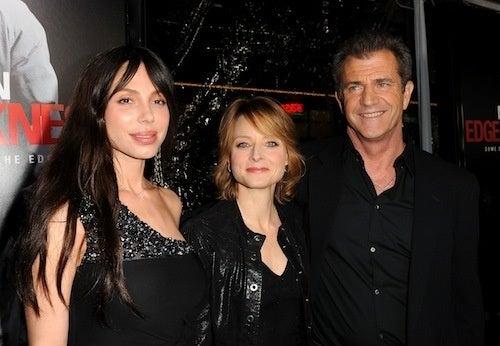"""Jodie Foster Supports Mel Gibson, Despite His """"Dark Moment"""""""
