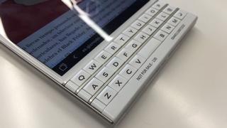 Probamos la BlackBerry Passport: hay mejores maneras para resucitar