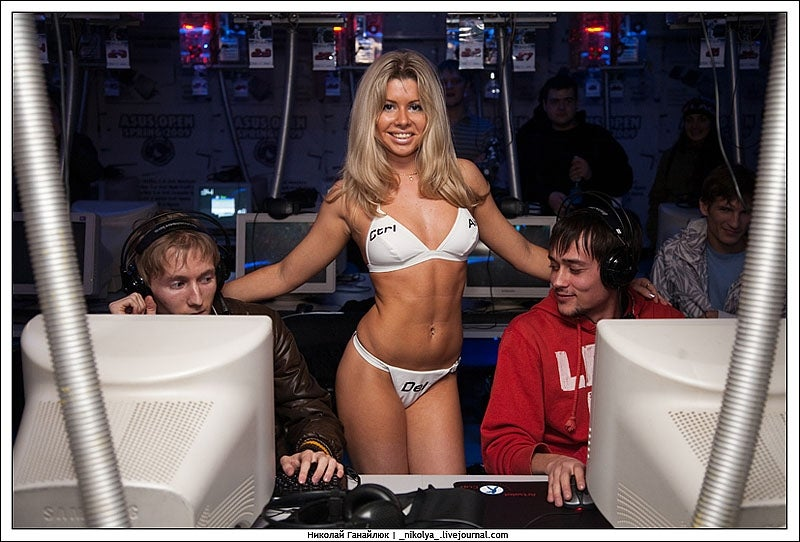 Strippers or Counter-Strike — Which Gets a Gamer's Attention?