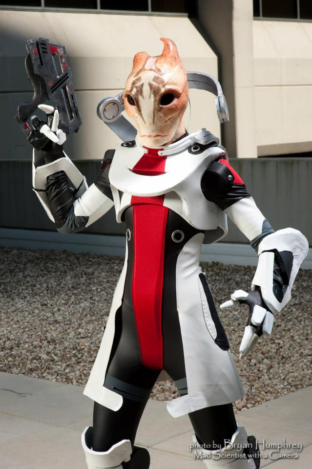 Unbelievable Mass Effect Cosplay Ditches Humans For Alien Dress-ups