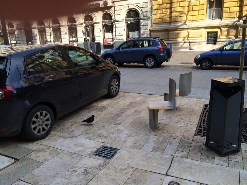 Az autós- és térkőmaffia tönkrevágta a Ferenciek terét