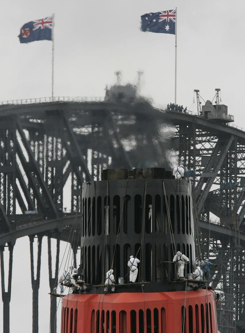 21 Views Of Workers Struggling With Megastructures