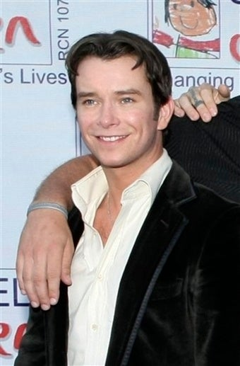 Boyzone Singer Stephen Gately Dead at 33...