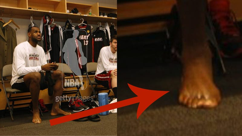 HOLY SHIT LEBRON HAS SIX TOES ON HIS RIGHT FOOT (BREAKING: MAYBE JUST FIVE)
