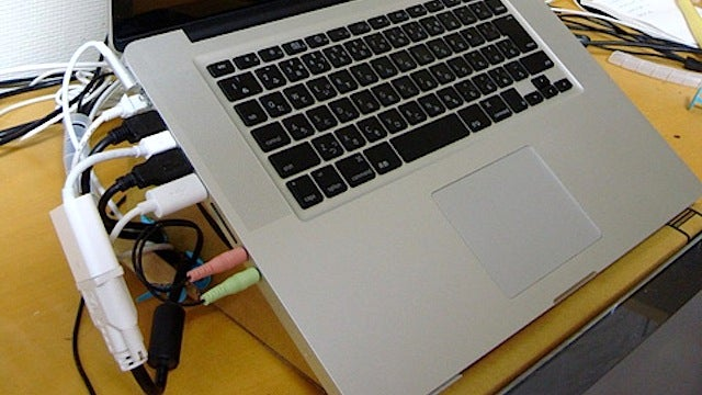 Make Your Own Tangle-Free Laptop Stand with a Cardboard Box and Makedo Pins