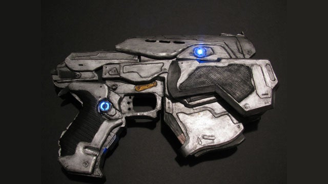 Check Out This Amazing Gears of War Pistol Made Entirely of Paper