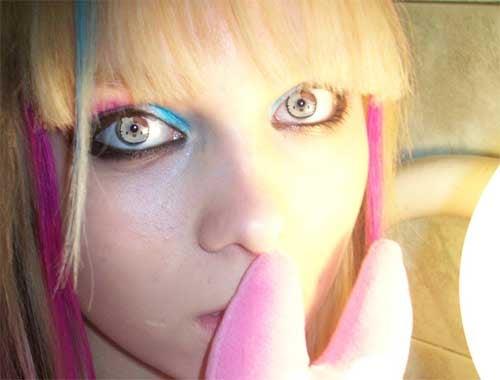 Hello Kitty Contact Lenses Shake Me to the Core