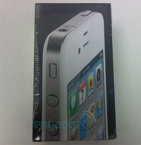 The White iPhone 4 Shows Itself In the UK, Possibly Hitting Stores Next Week