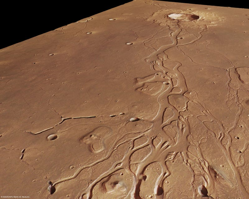 Satellite image reveals the wreckage from a Martian disaster