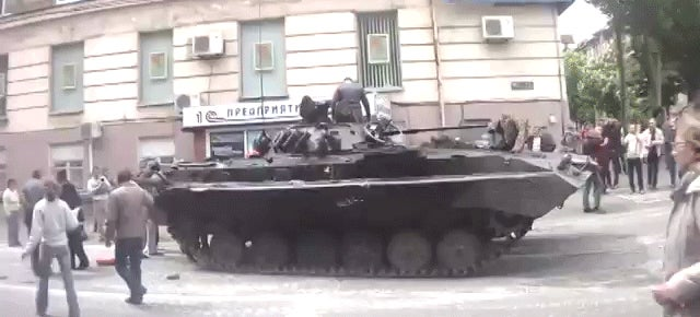 Random Dude Fires Tank Abandoned On Ukraine Street