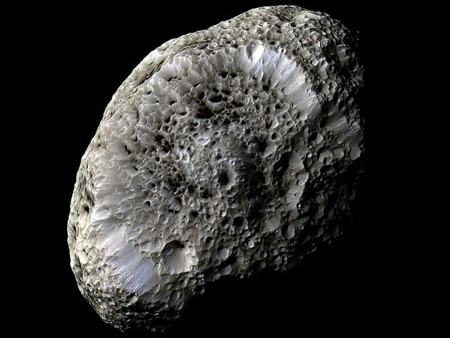 Watch amazing full-color video flyby of Hyperion, Saturn's weirdest moon