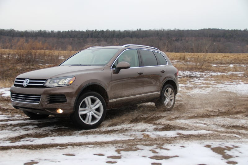 2014 VW Touareg TDI Loves Snow And Splashes In 'Off-Road Mode'