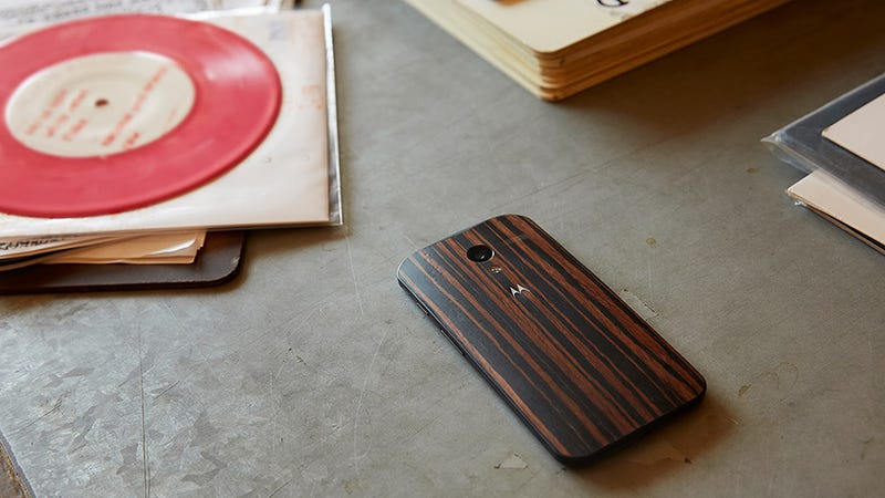 Wood-Backed Moto X Gets 3 New Finishes And a $75 Price Cut