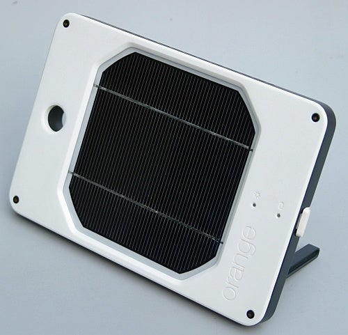 Joos Orange Solar Charger Has 6 to 20 Times More Sun-to-Power Conversion