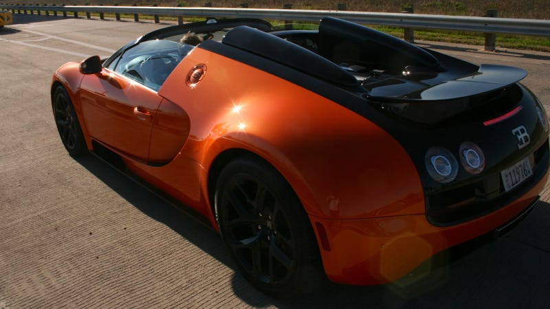 '18 Things You Learn Driving The $2.35 Million Bugatti Veyron Vitesse' from the web at 'http://i.kinja-img.com/gawker-media/image/upload/s--0SnNKuna--/c_scale,fl_progressive,q_80,w_800/txaqmdivtvmkzos4prb3.jpg'