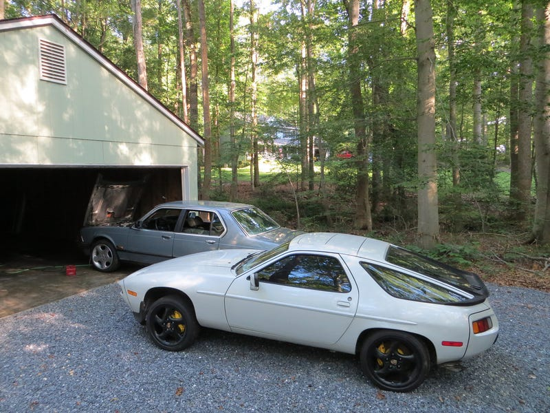 Oppo Poll: Which Car Has More Character? 928S Or 745i