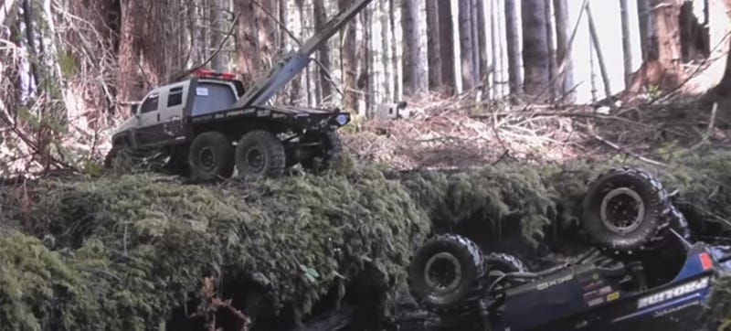 Scale 6x6 Tow Truck Completes Amazing RC Rescue