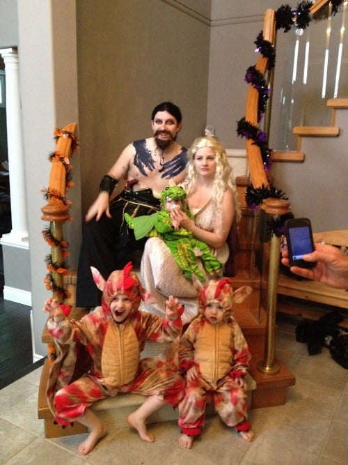 Cuteness is coming in Game of Thrones family cosplay