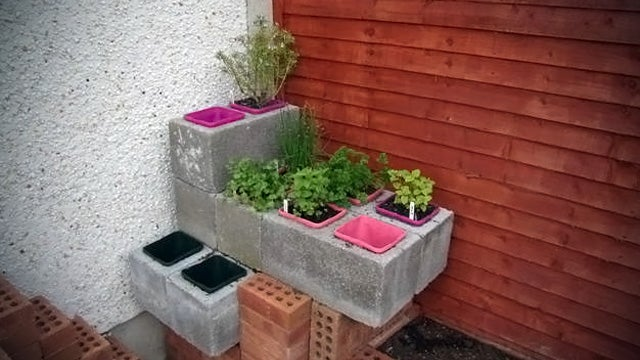 Make a Lego-Style Customizable Garden out of Cinder Blocks