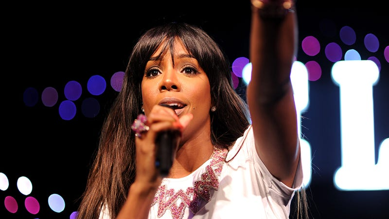 Here's a Gut-Churning Clip of Kelly Rowland Breaking Down On Stage