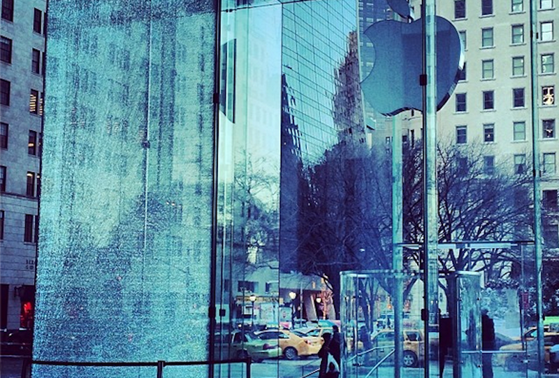 The Apple Store's Window Shattered In a Snowstorm Just Like an iPhone