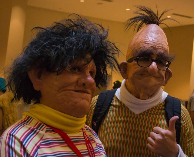 Can't stop screaming, real life Bert and Ernie cosplay is too terrifying