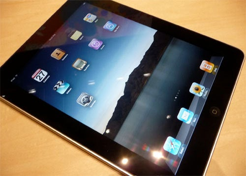 Retail Deathmatch: DSi XL and Apple iPad Hit the U.S. Within Days of Each Other