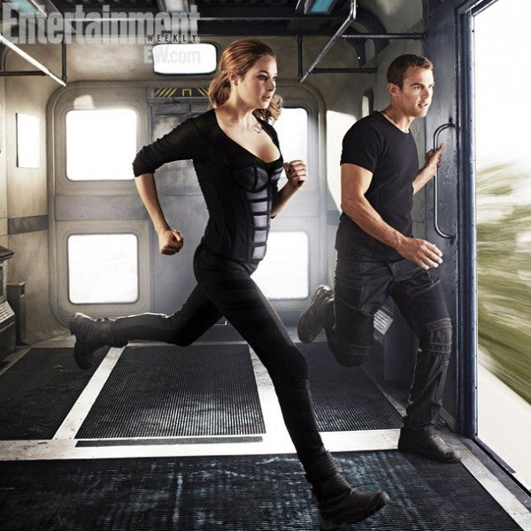 New images from Divergent show off the future ruins of Chicago