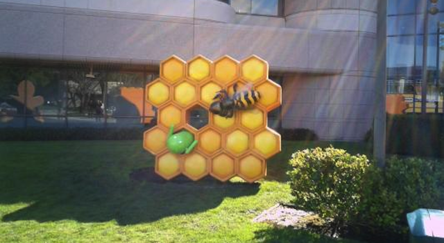 Giant Bee Attacks Android Robot to Commemorate Honeycomb