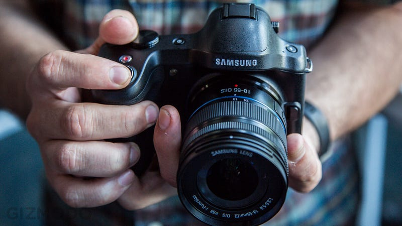 Samsung Galaxy NX Hands-On: I Can't Take My Eyes Off You (Should I?)