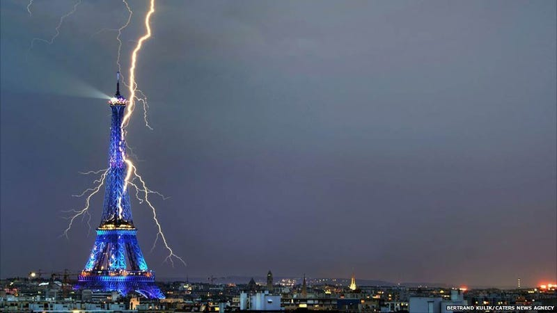 Lightning Striking Eiffel Tower Is All Shades of Awesome and Frightening