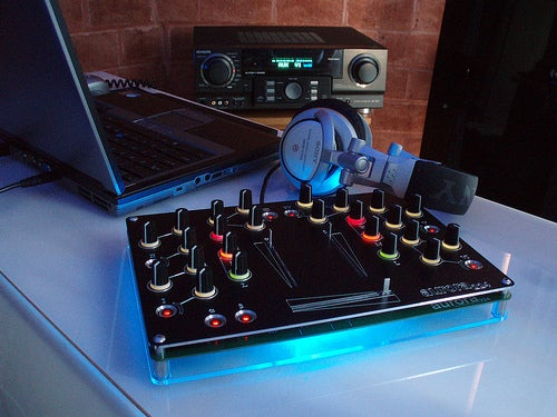 Super-Sleek Aurora Open Source DJ Mixer Can Be Built From a Kit