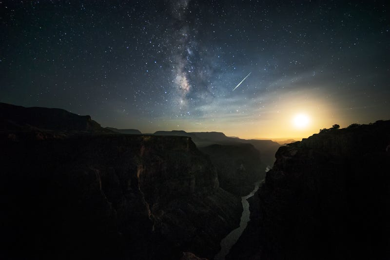 A Fireball Over the Grand Canyon Makes Planet Earth Look Extraterrestrial