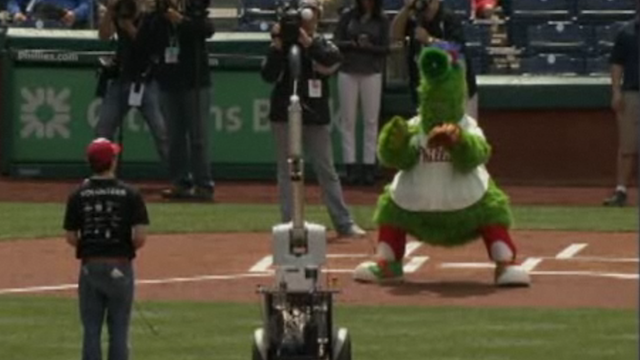 A Robot Failed at Throwing the First Pitch at a Major League Baseball Game