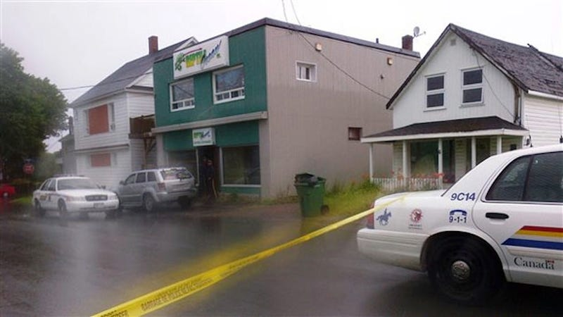 Python Escapes Canadian Pet Store, Kills Two Children in Apartment