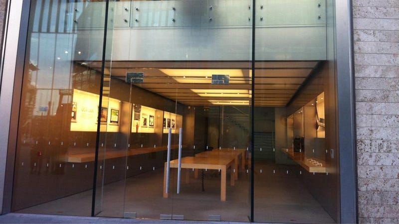 Liverpool Apple Store Takes Products off Display