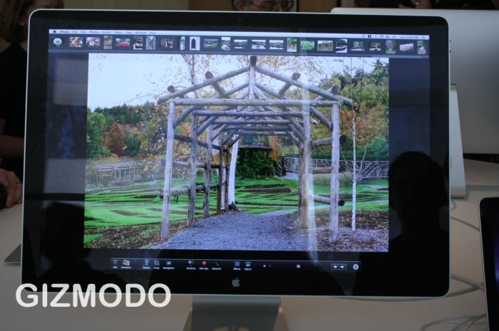 Hands On With the 24-inch Apple Cinema Display