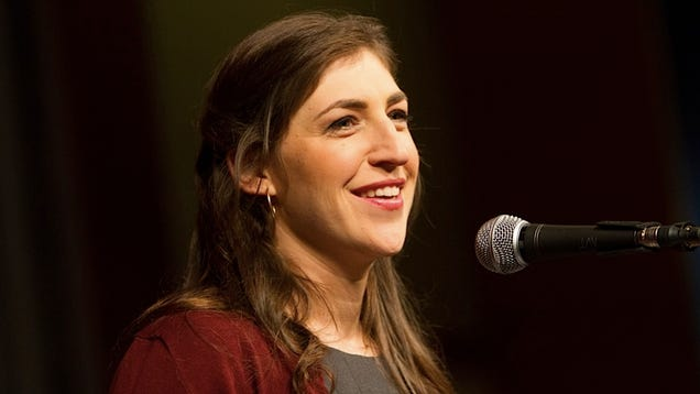 Mayim Bialik Would Like You to Know that It's Okay to Cuddle Your Kid