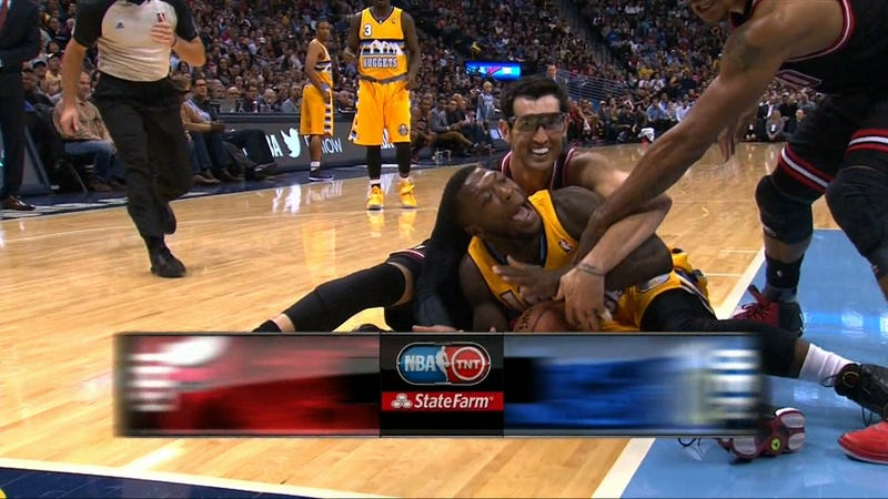 Kirk Hinrich Has A Great Time Wrestling With Nate Robinson