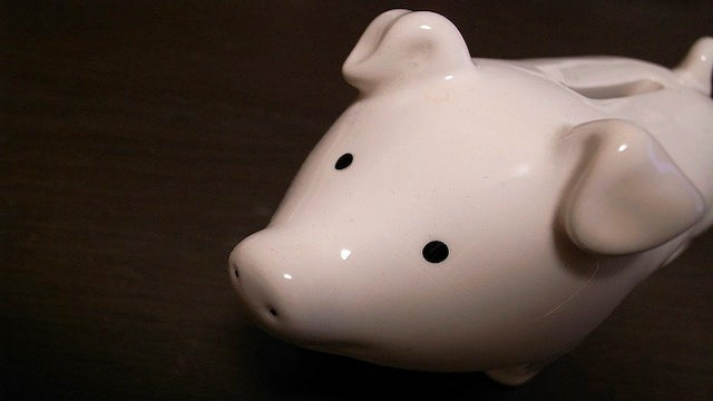 """Schedule a """"No Spend"""" Day and Challenge Yourself to be Frugal"""