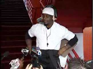 Clinton Portis Has Ron Mexico's Back