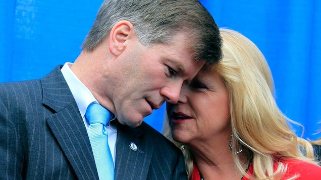 Trial of Virginia Ex-Governor and His Wife Is an Amazing Soap Opera